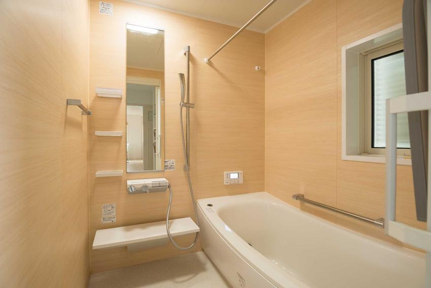 Wykończenie łazienki to jedna z największych inwestycji w czasie wykańczania kawalerki ze stanu deweloperskiego.