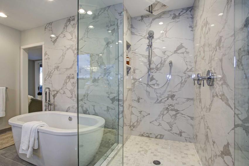 Płytki marmurowe czy też kafle marmurowe do łazienki w pięknej aranżacji oraz prodecunci i ceny, zastosowanie i wady i zalety