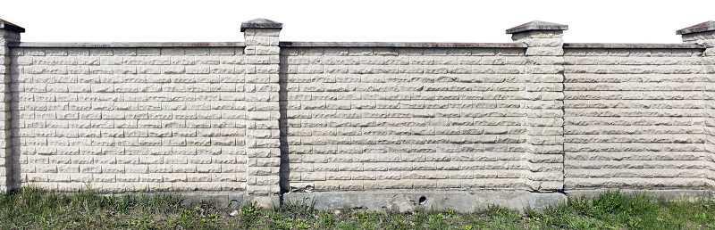 Płoty betonowe to proste i stosunkowo tanie rozwiązanie, które można zastosować zarówno w ogrodzie, jak i na działce.