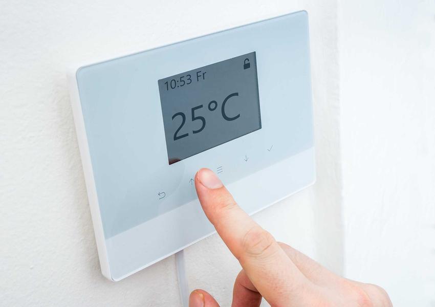 Bezprzewodowy regulator temperatury podczas ustawiania oraz polecane termostaty bezprzewodowe, najlepsi producenci, rodzaje oraz opinie