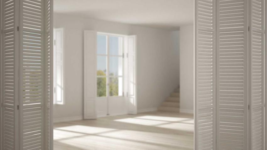 Drzwi składane czy też łamane drzwi wewnętrzne jako drzwi do salonu oraz porady, producenci, modele i ceny