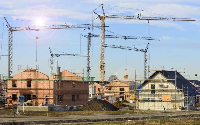 Przeciętny Polak musi pracować na dom 6 miesięcy dłużej niż w 2018 roku - opinie, oceny, sądy, kalulator budowlany