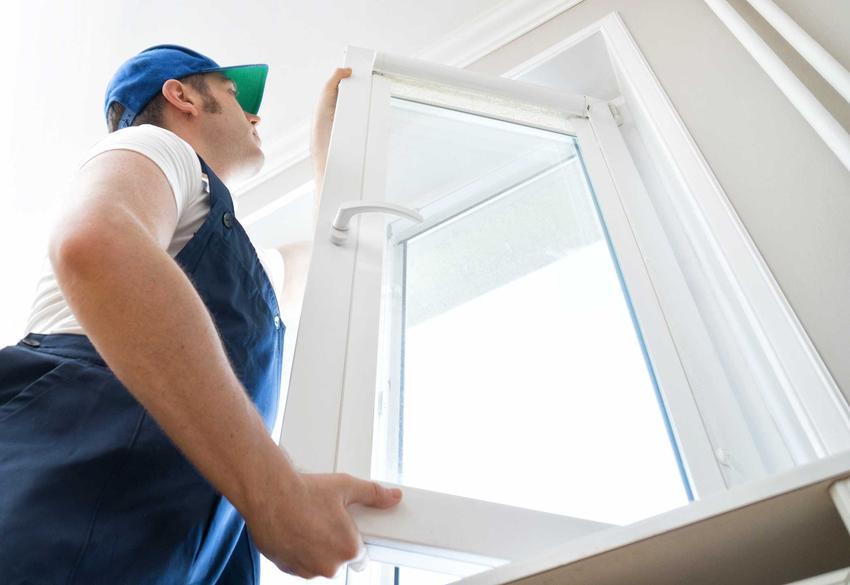 Stan surowy zamknięty to ostatni element budowy domu. Wstawienie okien i drzwi to jeden z ostatnich etapów.