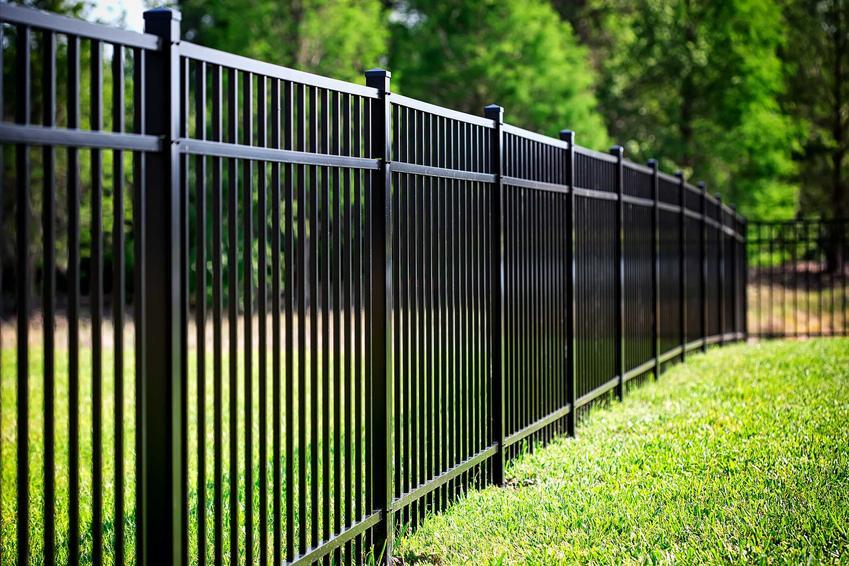 Ogrodzenie ażurowe oraz tymczasowe ogrodzenia budowlane oraz ceny i polecane produkty, najlepsi producenci oraz najlepsze modele