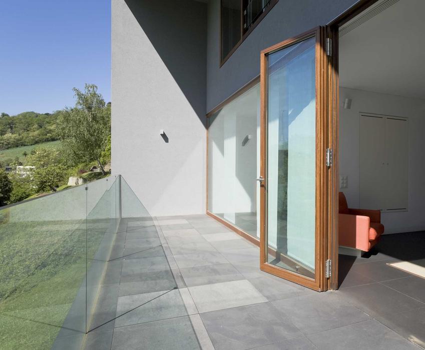 Drzwi balkonowe drewniane oraz ceny drzwi balkonowych i ceny okien balkonowych, w tym drewnianych a także wykonanych z PCV