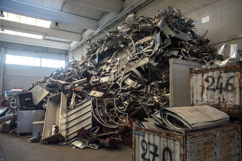 Skup złomu prowadzony w zamkniętej hali - cena skupu złomu i miedzi w różnych województwach w Polsce.
