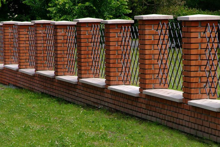 Ogrodzenia z klinkieru czy też ogrodzenia klinkierowe przed domem oraz cennik ogrodzeń z klinkieru i ich przygotowania krok po kroku
