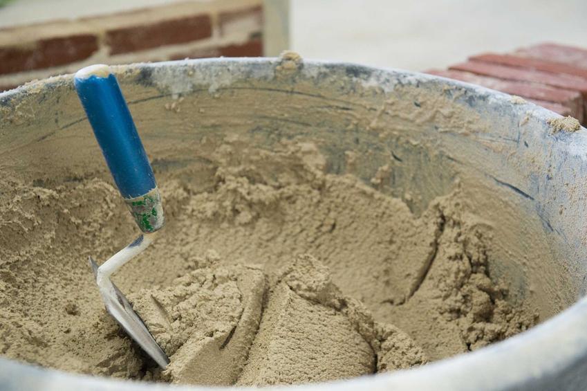 Zaprawa wodoszczelna czy też wodoszczelna zaprawa murarska w wiadrze oraz jej zastosowanie i rodzaje