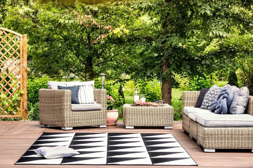 Dywan na balkon i dywan na taras, czyli polecany dywan zewnetrzny oraz dywany ogrodowe, rodzaje, zastosowanie, marki oraz jakość