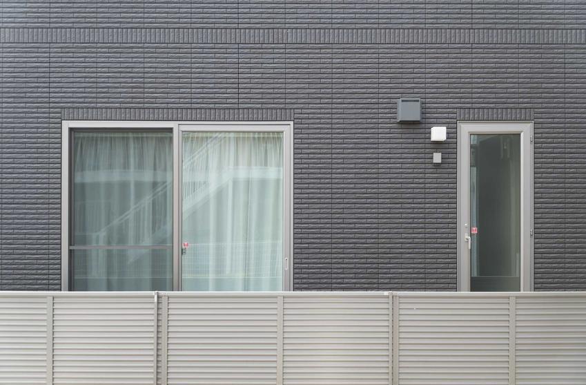 Ogrodzenia aluminiowe przed domem oraz nowoczesne ogrodzenia aluminiowe, czyli polecane płoty aluminiowe i ich cena