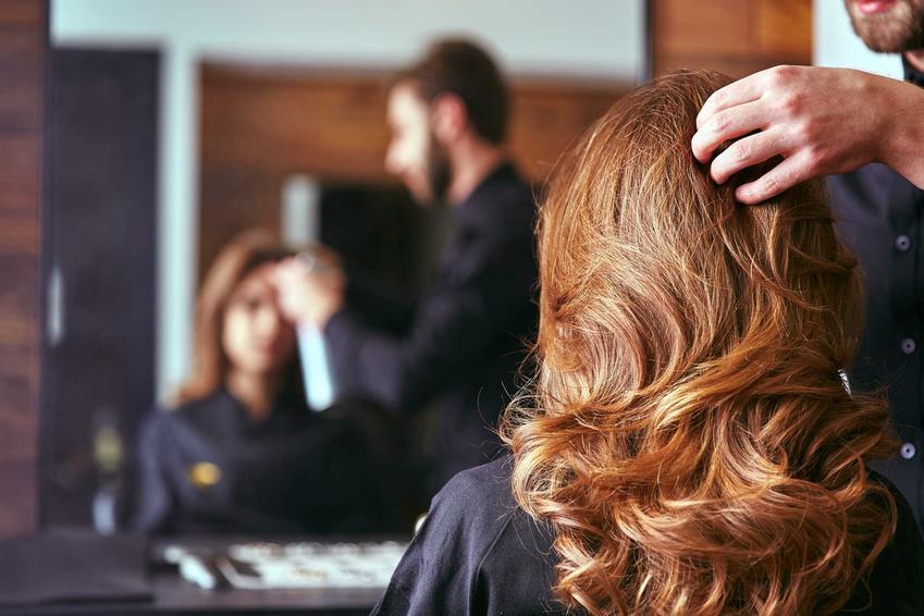 Zobacz, jakie są ceny u fryzjerów w Twojej okolicy- koszt podstawowych usług fryzjerskich w różnych miejscach Polski