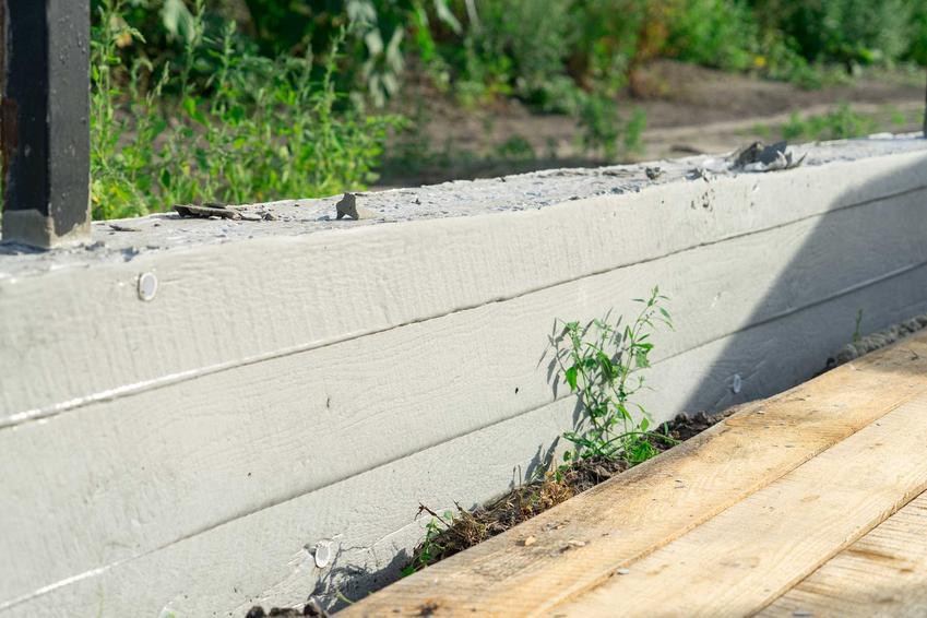 Fundament pod ogrodzenie czy murek pod ogrodzenie lub pod płot, czyli podmurówka pod ogrodzenie krok po kroku