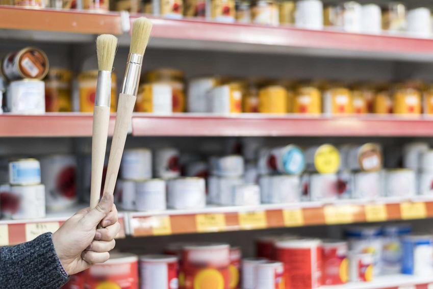 Farby w Castoramie na półkach, czyli Castorama i oferta farb różnych producentów, najbardziej popularne rozwiązania - Dulux, Beckers, Dekoral