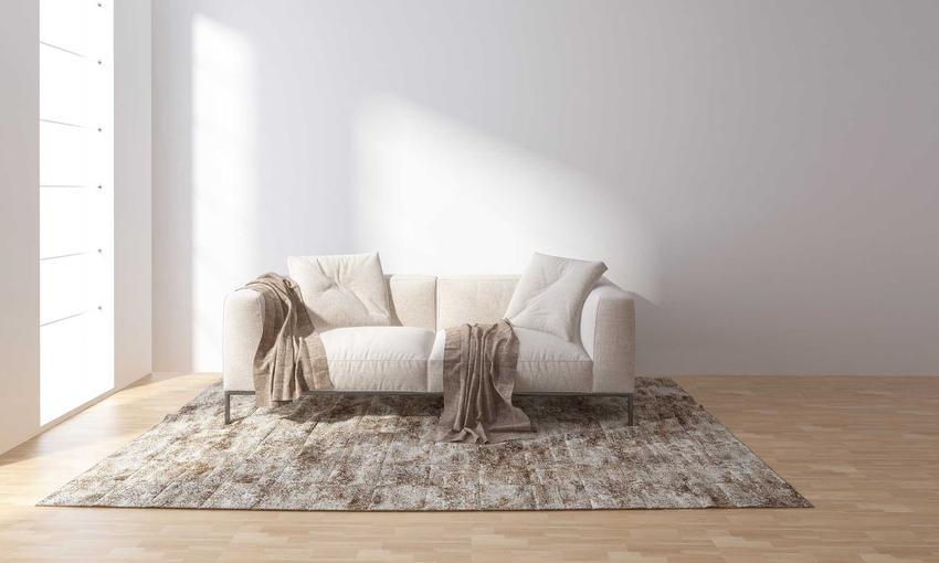 Dywan w salonie oraz mata antypoślizgowa pod dywan, czyli siatka antypoślizgowa lub taśma antypoślizgowa pod dywan