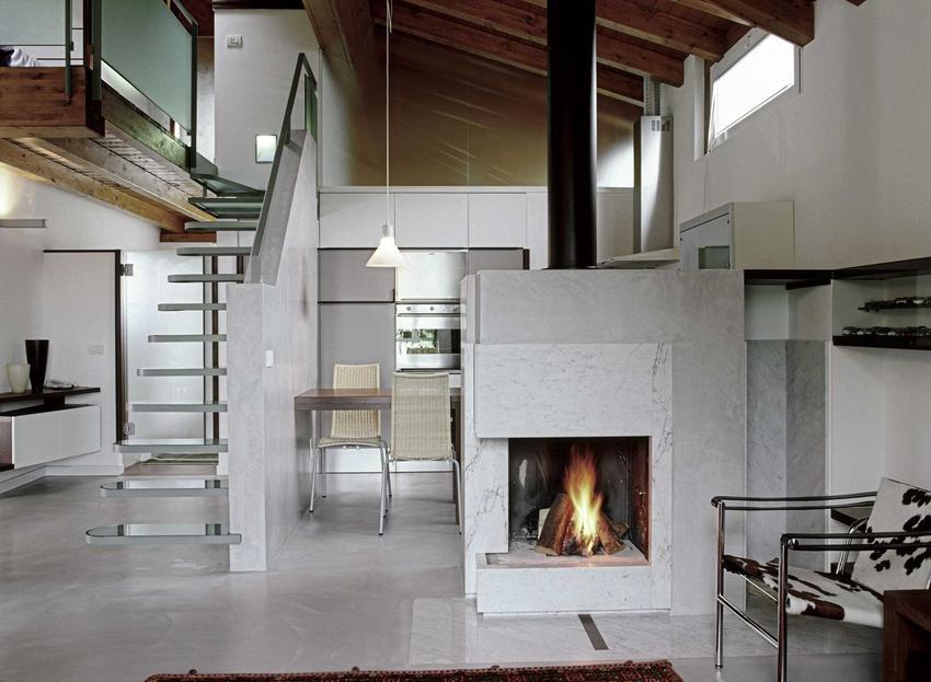 Kominek w nowoczesnym wnętrzu oraz schemat kominka z płaszczem wodnym i podłączenie kominka oraz montaż krok po kroku