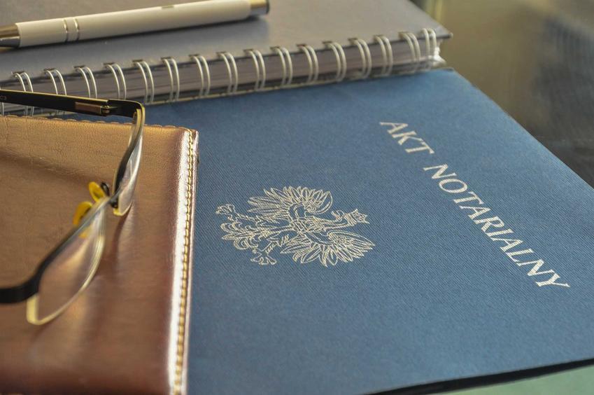 Akt notarialny oraz koszt aktu notarialnego i inne koszta notarialne na rzecz notariusza,  które trzeba ponieść.