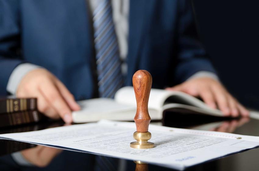 Notariusz oraz porady, ile kosztuje notariusz, czyli ile wynoszą koszta notarialne w różnych przypadkach dotyczące różnych usług.