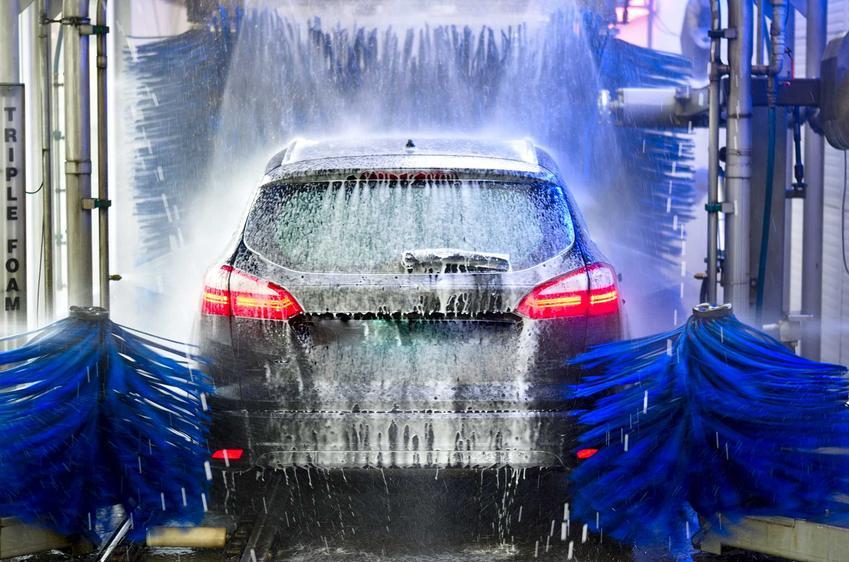 Cennik myjni autymatycznych - sprawdź, ile kosztuje skorzystanie z myjni bezdotykowej w różnych miejsach Polski.