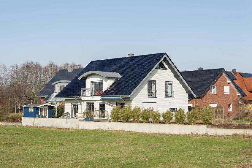 Nowoczesny, duży i wygodny dom na osiedlu domków jednorodzinnych, a także, jak zbudować dom za 500 tysięcy złotych