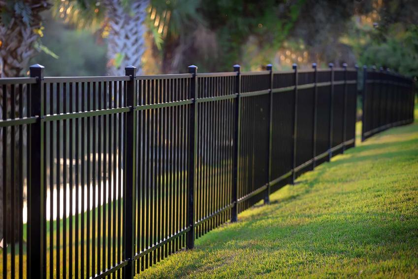 Ogrodzenia Wiśniowki oraz bramy wjazdowe i drzwi zewnętrzne oraz rodzaje ogrodzeń, ich cennik oraz opinie użytkowników