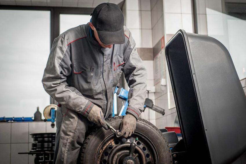 Wymiana opon w serwisie samochodowym, czyli cennk wulkanizacji - cena wymiany opon w serwisie samochodowym.