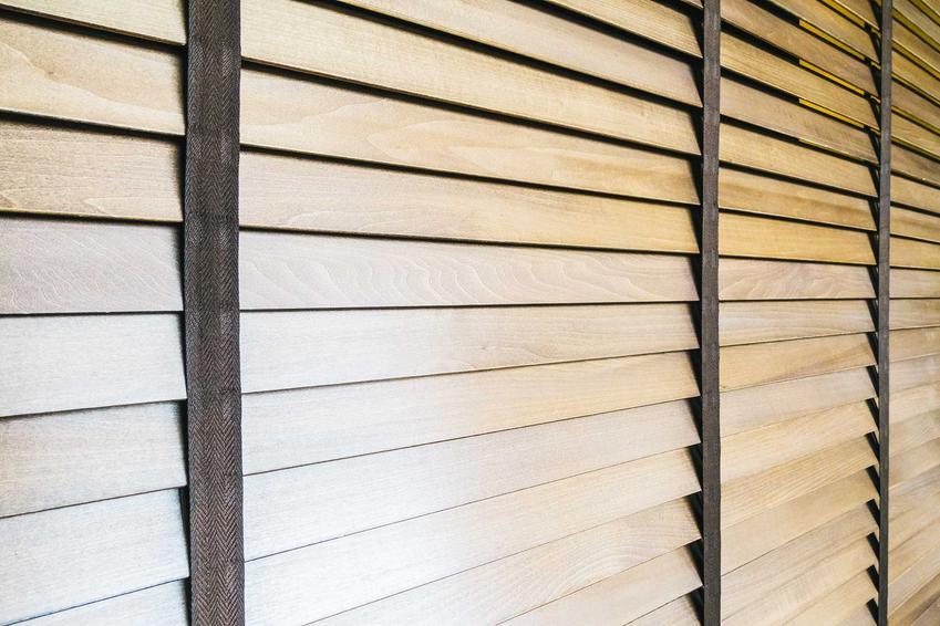 Żaluzje drewniane czy też rolety drewniane na oknie oraz ich zastosowanie, opinie, wady i zalety, a także ceny