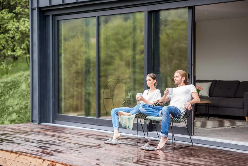 Para na tarasie, a także okna tarasowe i drzwi tarasowe oraz drzwi balkonowe podwójne, a także ich rodzaje i cena