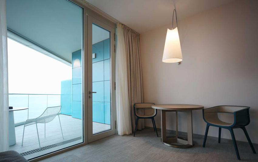 Wymiary drzwi balkonowych i wymiary okien balkonowych - standrdowe wymiary wyjścia na balkon z salonu lub sypialni