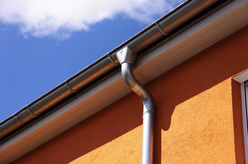 Rynny aluminiowe na dachu domu jednorodzinnego oraz ich ceny i cennik, producenci, rodzaje, wymiary krok po kroku