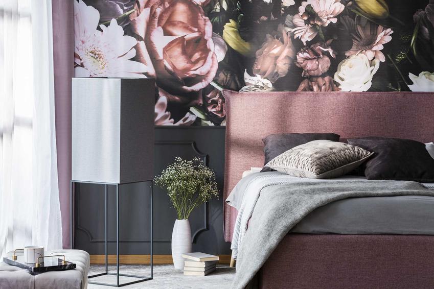 Tapeta do sypialni z kwiatowym motywem, czyli nowoczesne tapety ozdobne do sypialni, rodzaje, ceny i opinie
