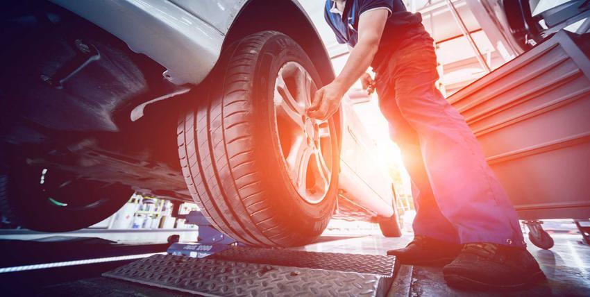 Aktualny cennik warsztatów samochodowych i usług mechaników w różnych miejsach Polski w zależności od miasta.