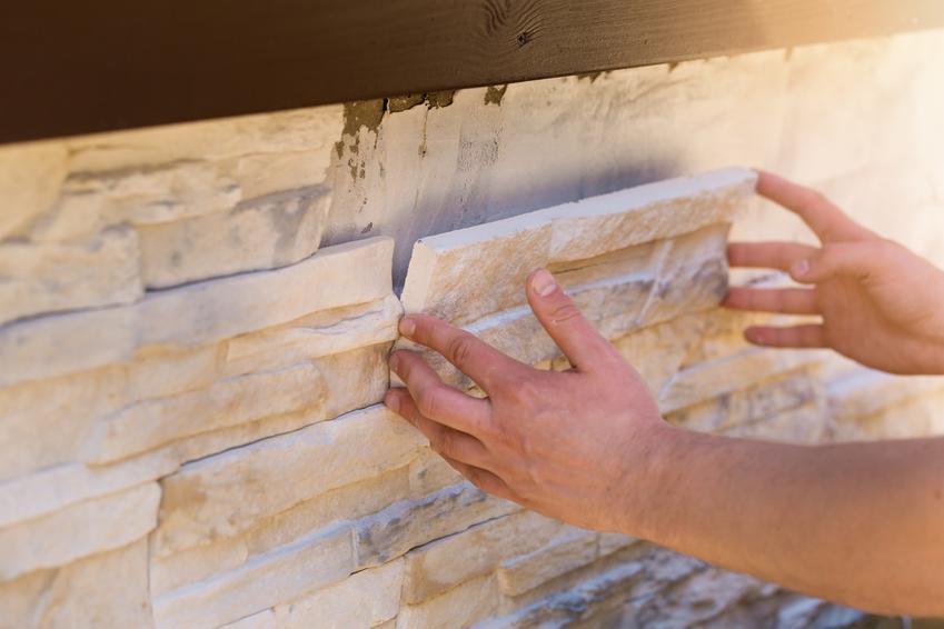 Kamień dekoracyjny wewnętrzny jest bardzo popularny. Jest kilka rodzajów kamienia, które można zalożyć na ściany w domu