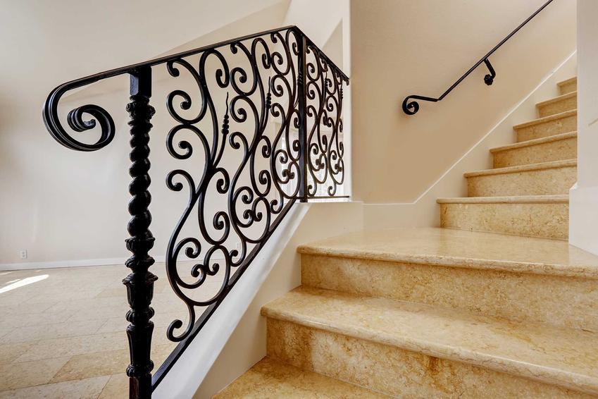 Schody marmurowe jako schody wewnętrzne na piętro, a także opinie o schodach, prady, cena za stopień i całkowity koszt inwestycji