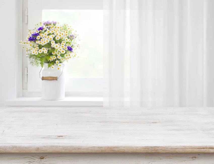 Parapety wewnętrzne oraz ich rodzaje i ceny, a także polecane parapety okienne do domu krok po kroku - producenci i modele