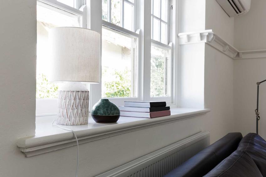 Parapety wewnętrzne oraz ich rodzaje i ceny, a także polecane parapety okienne do domu jednorodzinnego oraz pielęgnacja domu