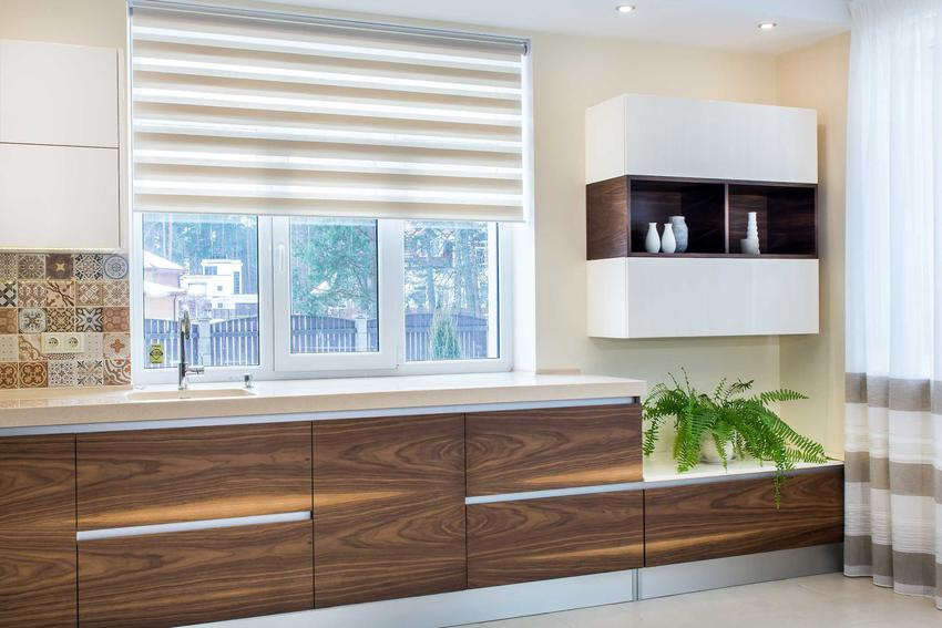Rolety do kuchni i przykłady rolet okiennych, jak rolety dzień noc i inne rolety kuchenne, najlepsze materiały oraz ceny