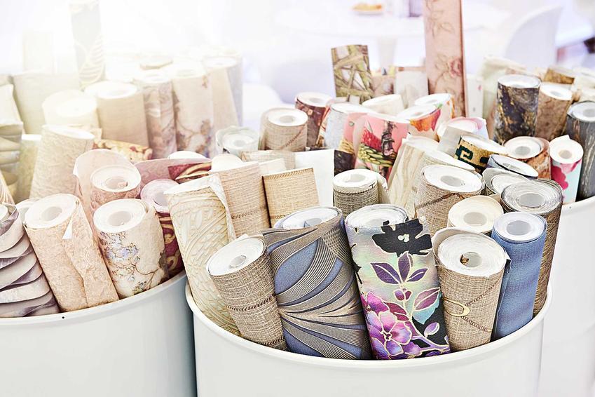 Tapety w castoramie, czyli tapety do sypialni oraz próbki tapet winylowych czy tapet z włókna szklanego