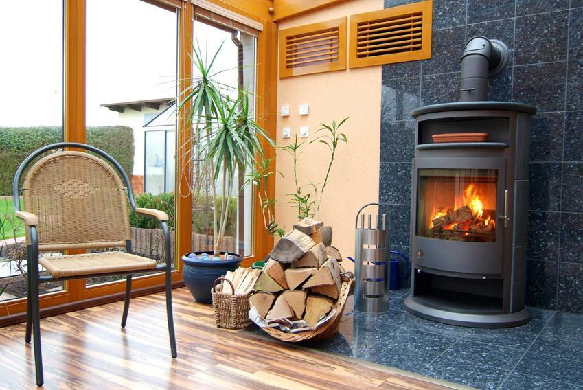 Rozprowadzenie ciepła z kominka i jego schemat oraz kominek grzeczy z rozprowadzeniem ciepłego powietrza
