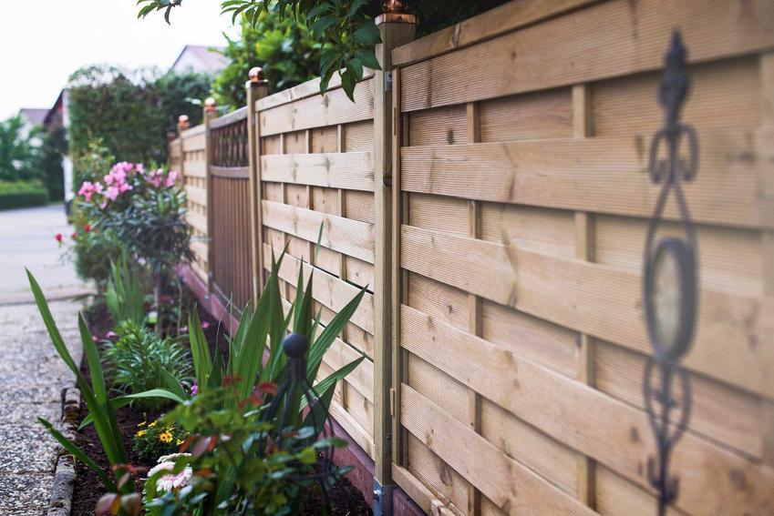 Pomysł na ogrodzenie drewniane oraz ceny za ogrodzenie domu, na przykład ogrodzenia modułowe, palisadowe lub nowoczesne metalowe