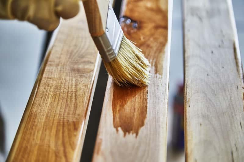 Malowane drewnianej ławki impregnatem oraz impregnat do drewna Drewnochron i jego cena, sposób użycia oraz opinie