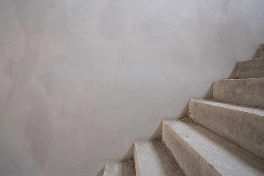 Schody żelbetowe bez wykończenia, a także projekt schodów żelbetowych, ich konstrukcja i rodzaje do domu jednorodzinnego