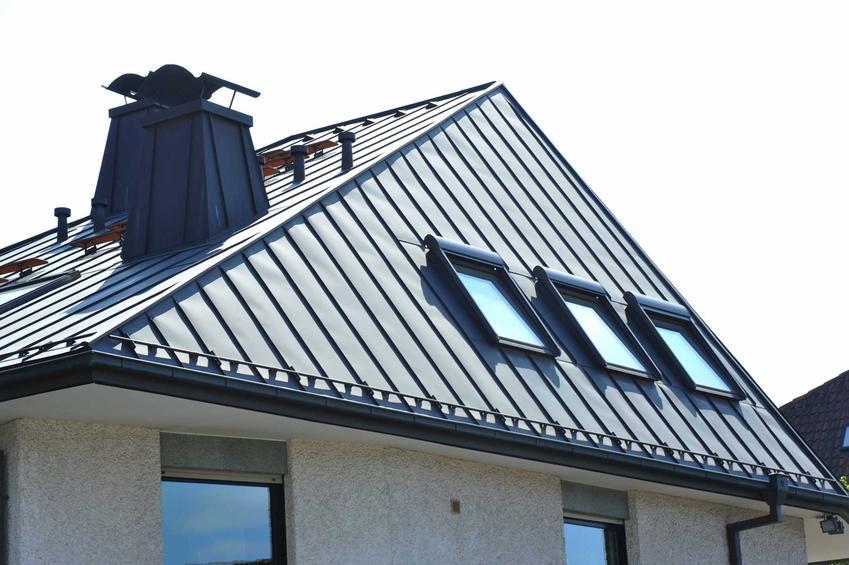 Dach wielospadowy ma bardzo wiele zalet i wad. Jest bardziej dekoracyjny, jednak jego koszt może być nieco większy.
