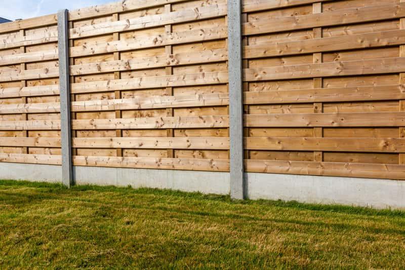 Drewniane przęsła ogrodzeniowe, ich cena i opinie oraz polecane przęsła ogrodzeniowe dostępne w sklepach OBI i Castorama