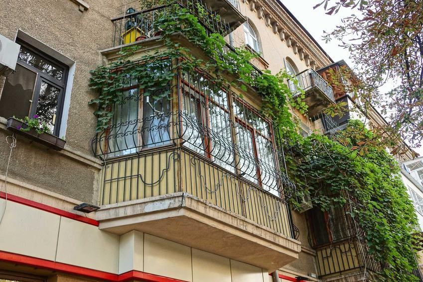 Zabudowa balkonu oraz koszt zabudowy balkonu, a także cena oszklonego balkonu i innych rodzajów balkonu