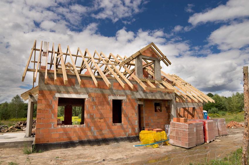 Dom jednorodzinny w czasie budowy, a także najważniejsze terminy budowlane - podręczny słowniczek