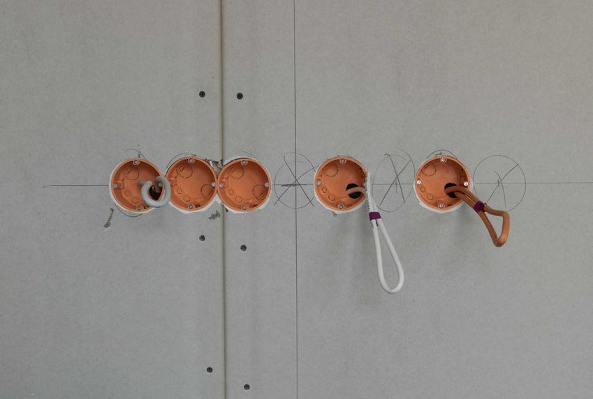 Puszka elektryczna, w tym puszka podtynkowa hermetyczna i inne oraz ich ceny, zastosowanie orz porady