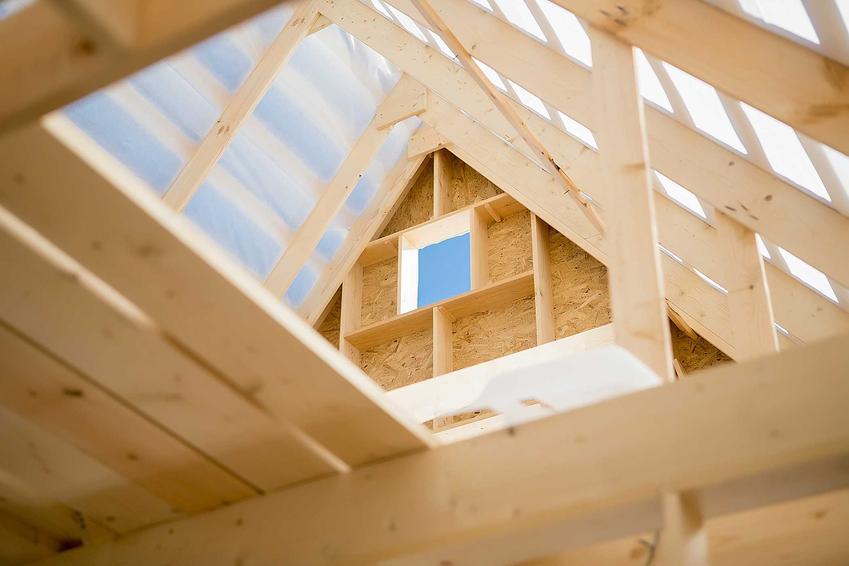 Konstrukcja z drewna na budowie oraz impregnaty do drewna konstrukcyjnego na zewnątrz i do konstrukcji wewnętrznych