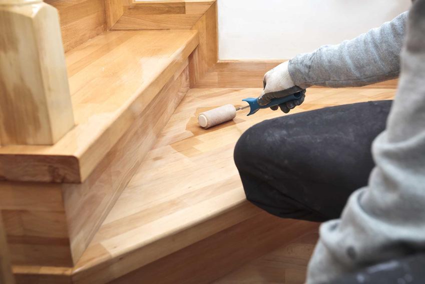 Renowacja schodów drewnianych, czyli odnawianie schodów i porady, jak odnowić schody drewniane krok po kroku