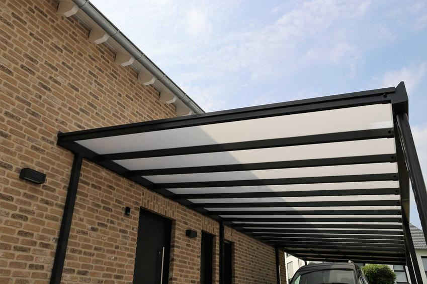 Zadaszenie tarasu oraz płyty na dach, w tym pleksi na dach czy przeźroczysta płyta falista i jej zastosowanie oraz ceny