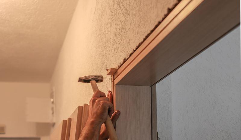 Remont mieszkania bardzo często wiaże się z wymianą drzwi i okien. Usługi stolarsko-remontowe w Warszawie bywają dość kosztowne.